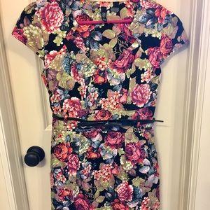 NWOT Floral print dress with pockets and belt